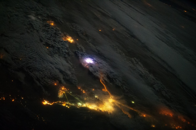lightning-seen-from-space